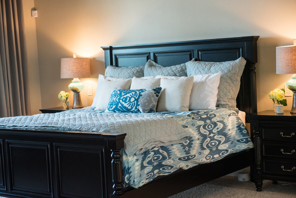 18 - Master+Blues+Modern+Bright+Accessories+Bedding.jpg