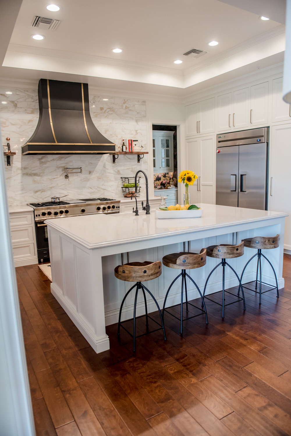 14+Kitchen+CustomHood+Brass+Black+Range+Marble+Calacatta+Openshelves.jpg
