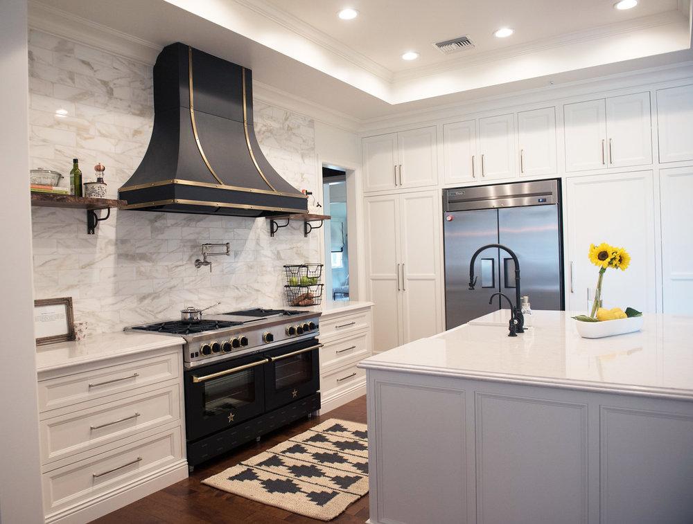 15+Kitchen+Hood+Runner+Island+Marble+Openshelves.jpg