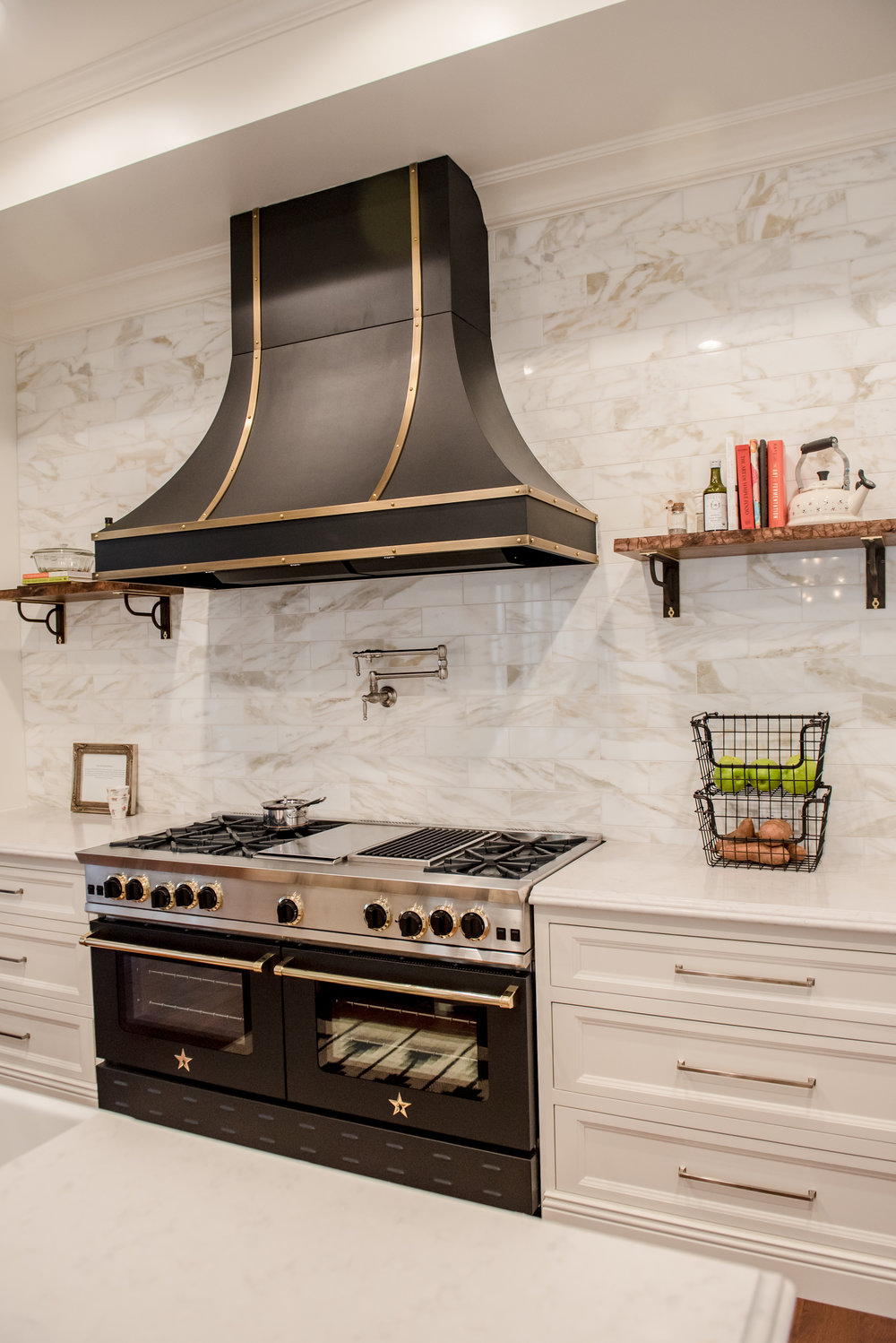 18+Kitchen+CustomHood+Brass+Black+Range+Marble+Calacatta+Openshelves.jpg