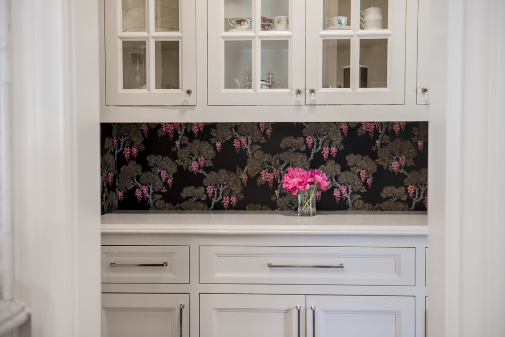 23+Butlers+Pantry+Wallpaper+Glasscabinets+Floral+Black+Bold (2).jpg