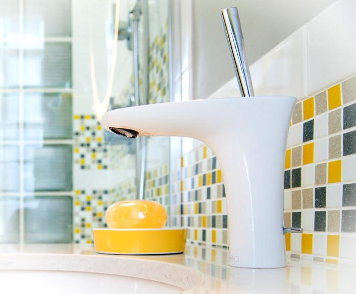 white-chrome-single-faucet.jpg