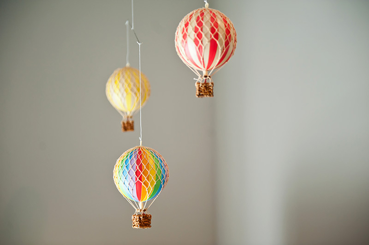 travel-nursery-hot-air-balloons.jpg