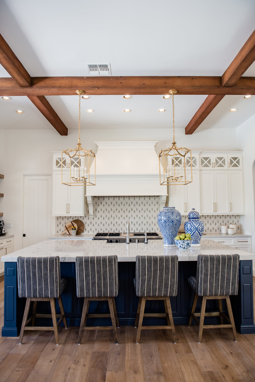 22+SantaBarbara+Beams+StripedStools+Navyblue+White+Accessories.jpg