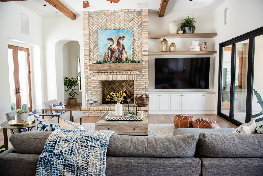 30+fireplace+brick+openshelving+familyroom+sectional+accessories.jpg