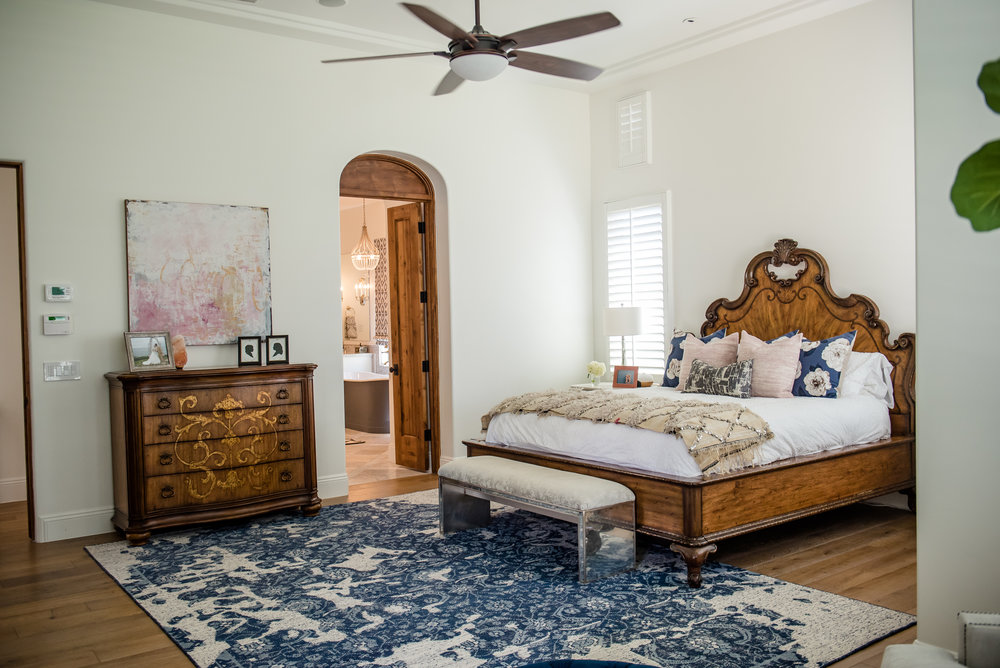 34+masterbedroom+navyblue+blush+bedding+rug.jpg