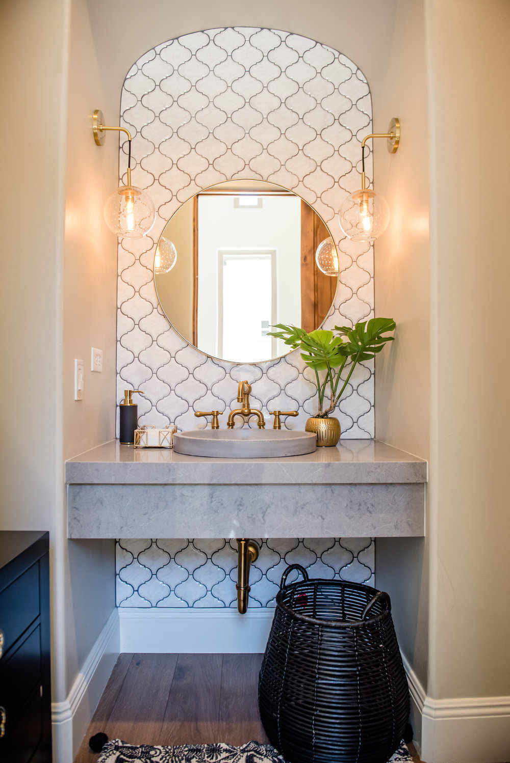 39+powderbath+tile+arabesque+brass+lighting+bohostyle.jpg