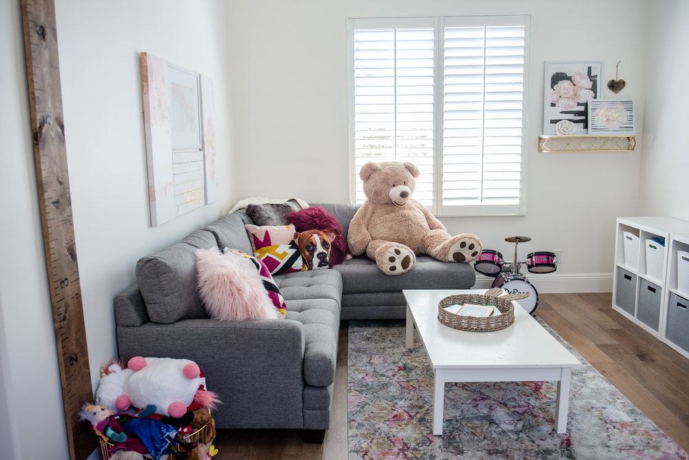 43+playroom+rug+graysectional+playroom+colorful.jpg