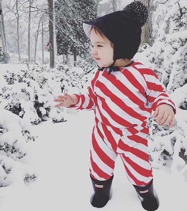 Post Santa days and still rocking the stripe, LOVE it👌🏻❄️ . . . #softsie #cozycaringcool #stripes #redandwhite #alldayeveryday #socomfy #madeinusa #snowday #tgif #babyboy #love #musthave #babiesofinstagram #organicbaby #skincare #musthave #getyours