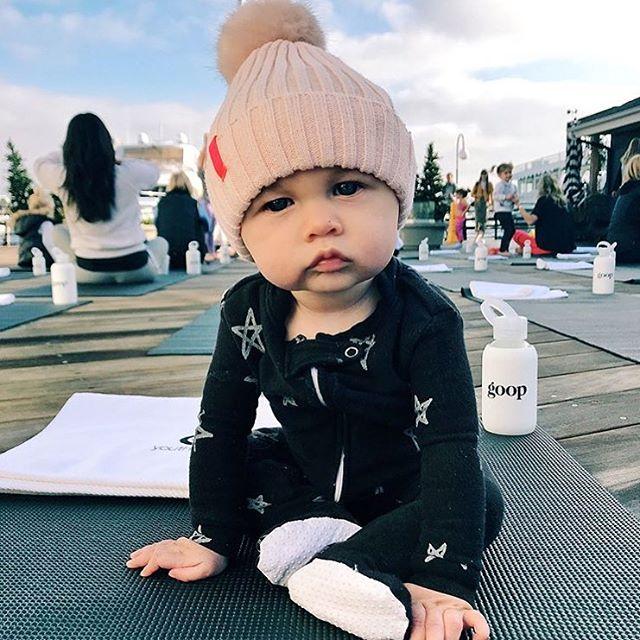 Yoga anyone??🧘🏼♀️💖 . . . #softsie #cozycaringcool #baby #toddler #madeinusa #sosoft #footie #stars #blackandwhite #momandbaby #mommyandme #yoga #babyyoga #humpday #repost