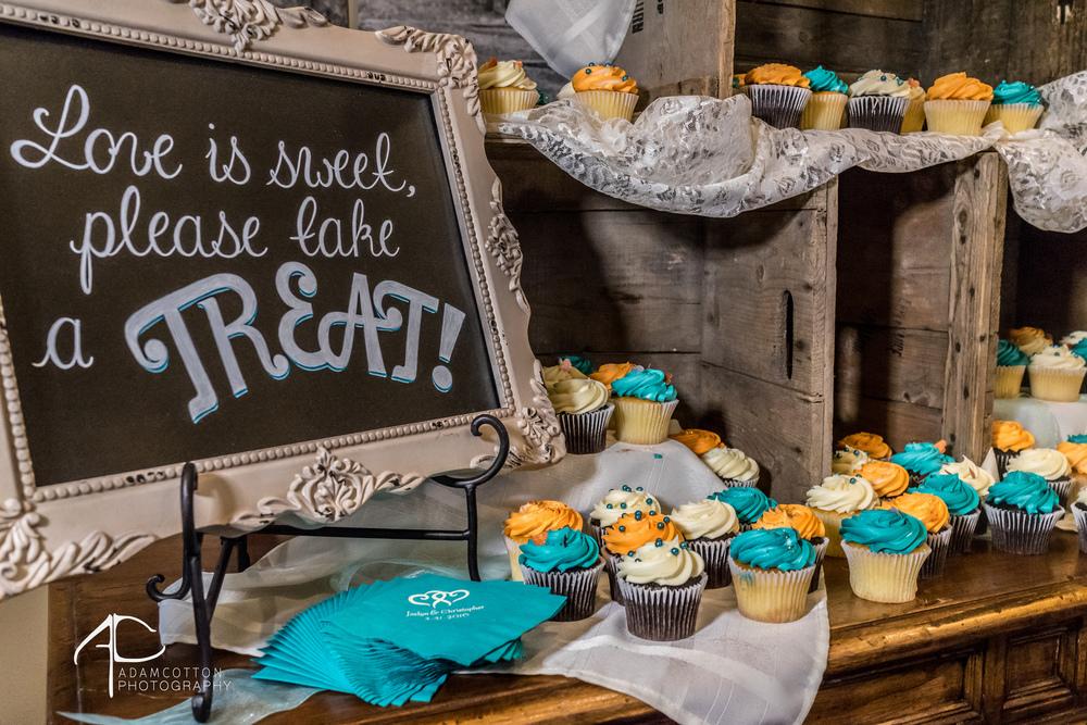 details_of_wedding_cupcakes.jpg