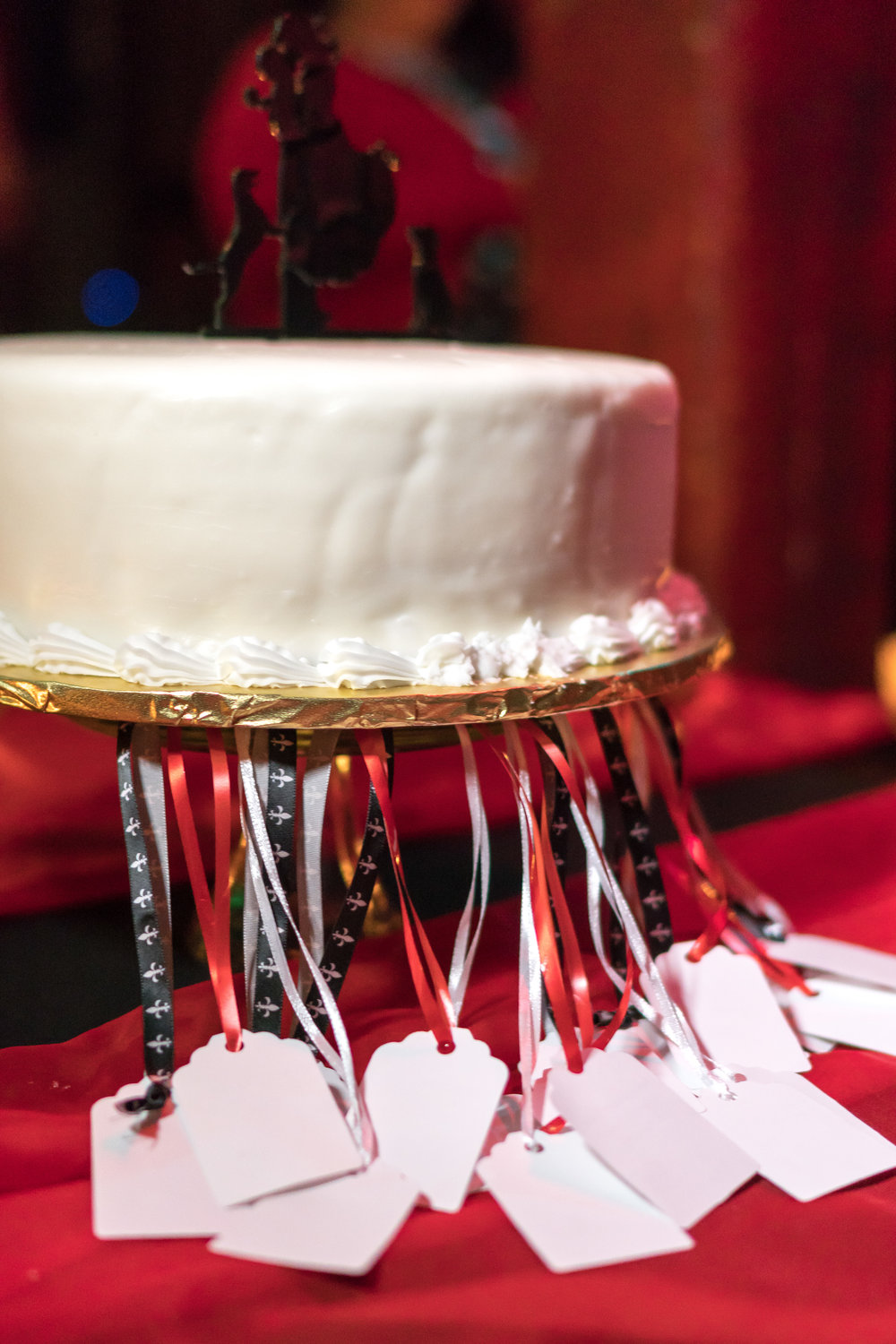 close up image of wedding cake with goodie tags from bride and groom