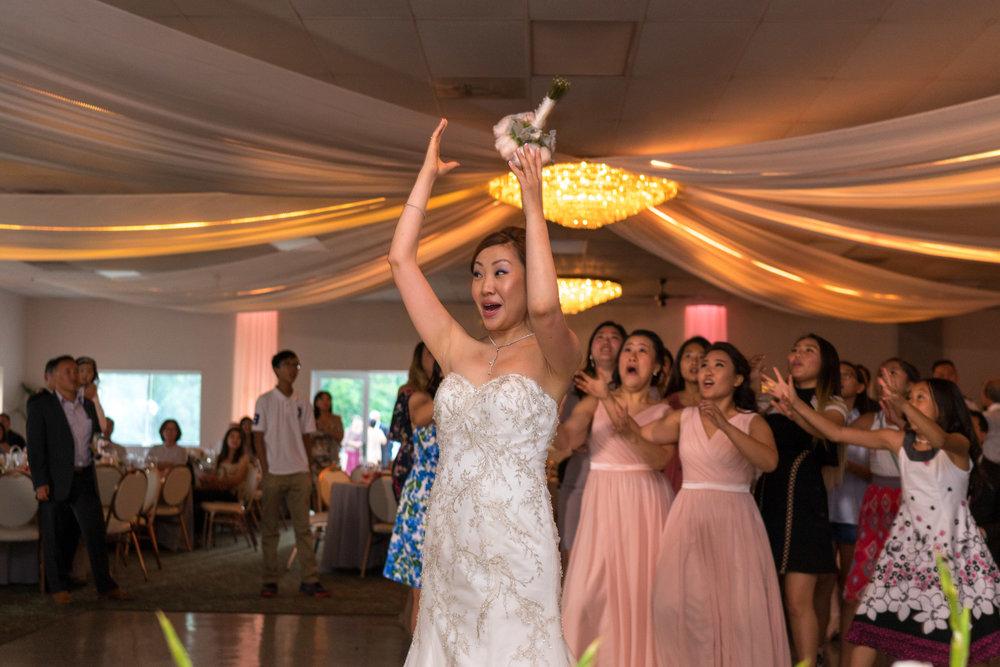 bouquet-toss-reception-tips.jpg