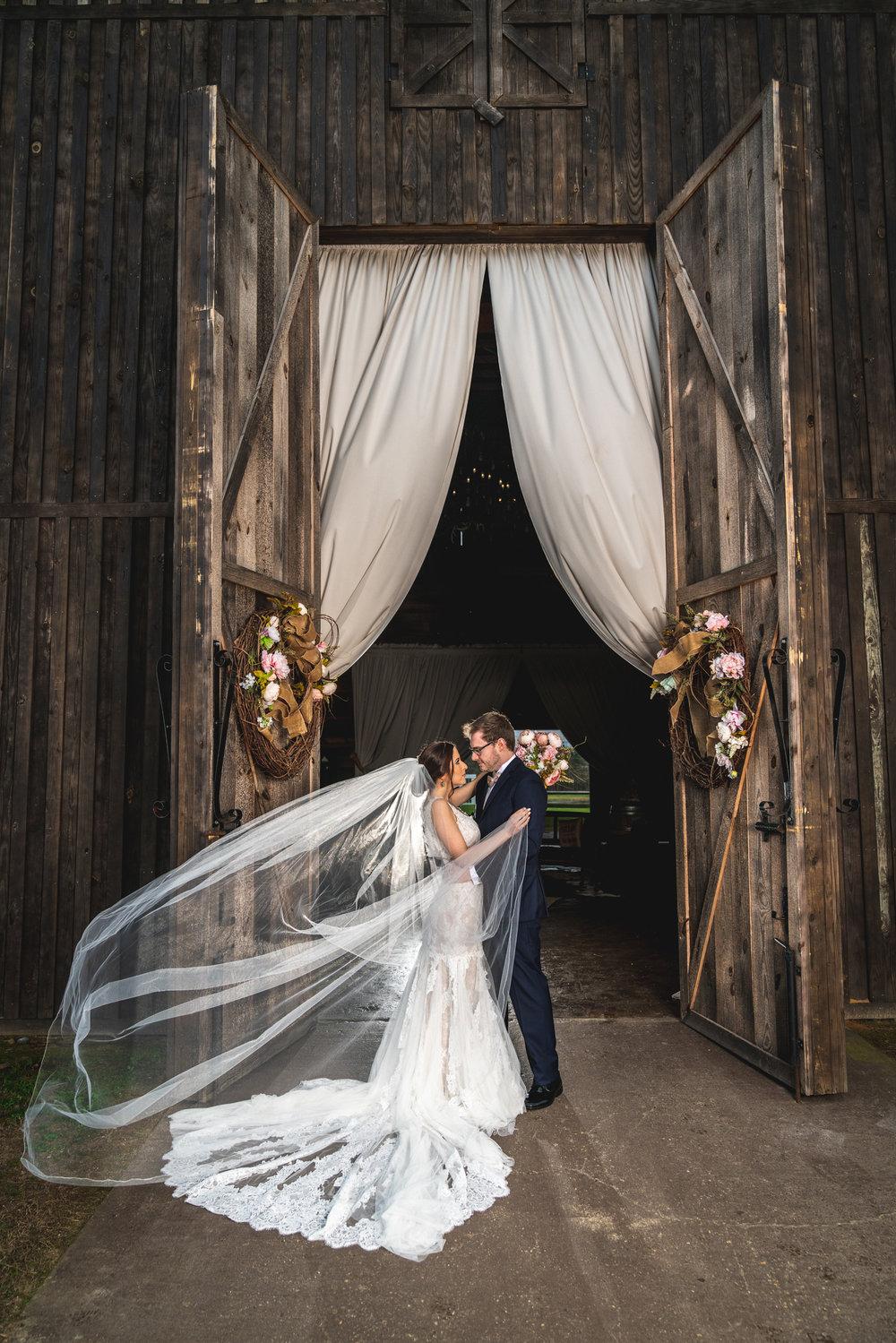 cathedral-veil-wedding-ideas.jpg