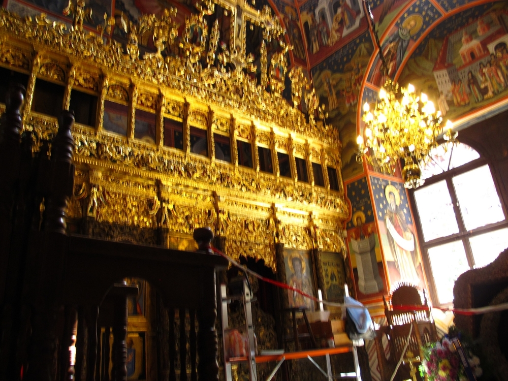 The gold is cleaned in a side chapel where beloved Tzar Boris III is probably buried.  (King 1918-1943, born 1894.)   ©     Evelyn Weliver