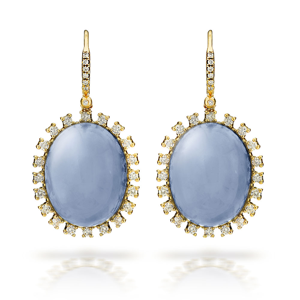 LAVENDER OVAL SHAPE CHALCEDONY AND NEAR COLORLESS DIAMONDS CRAFTED IN 18K YELLOW GOLD, 40.40 CTW