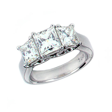 PRINCESS CUT 3 DIAMOND RING, CRAFTED IN PLATINUM, 4.03 CTW