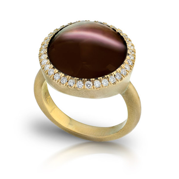 CATS EYE SILMINITE STAR RING WITH NEAR COLORLESS DIAMONDS CRAFTED IN 18K YELLOW GOLD BRUSHED FINISH, 12.07 CTW