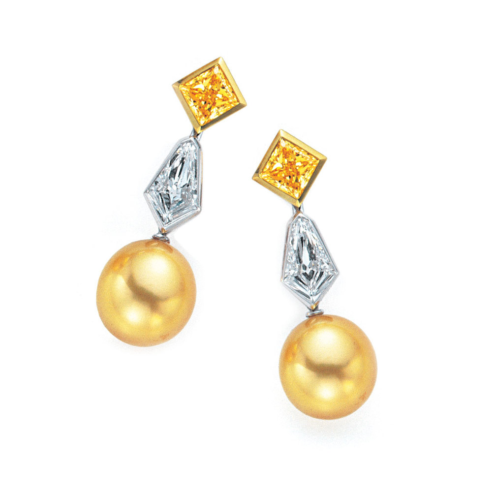 GOLDEN SOUTH SEA PEARLS SET WITH COLORLESS AND FANCY VIVID YELLOW DIAMONDS, CRAFTED IN PLATINUM AND 18K YELLOW GOLD