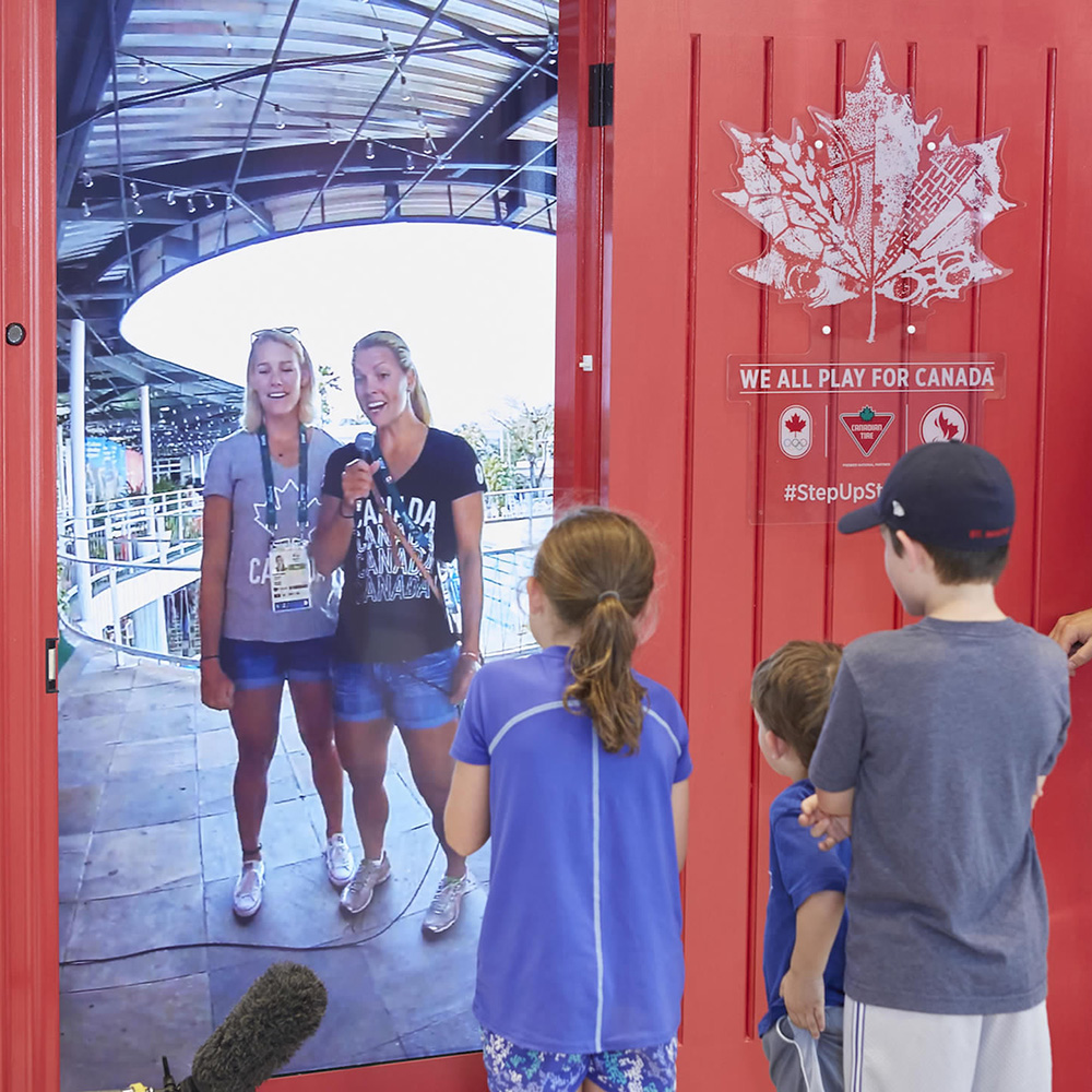 Interactive Live-Streaming Door<strong>Canadian Tire</strong>