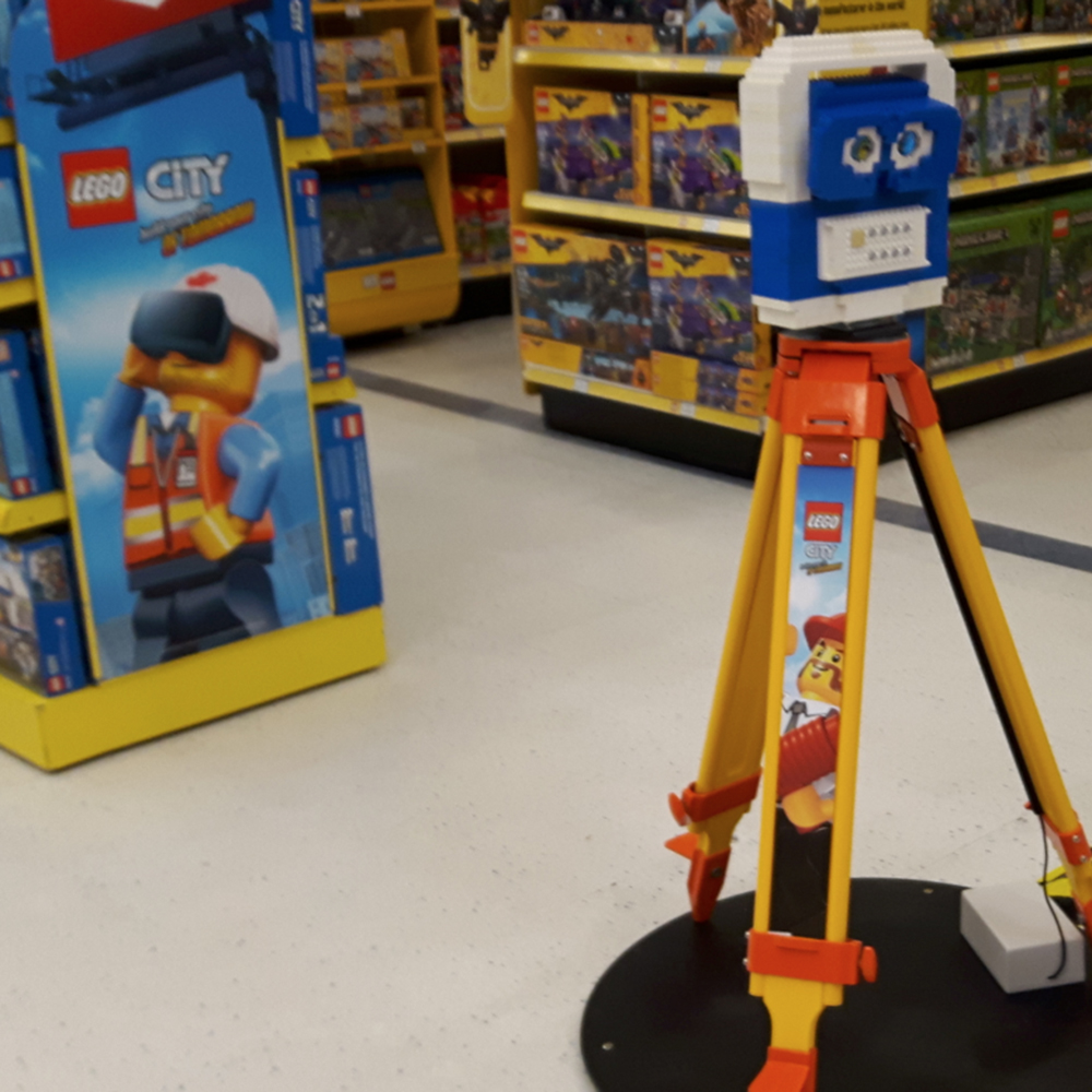 LEGO Toys 'R Us VR Experience<strong>LEGO</strong>