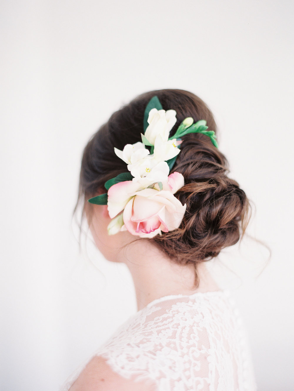 7 Romantic Floral Hairstyles for Brides-Bridal Inspiration-0033.jpg