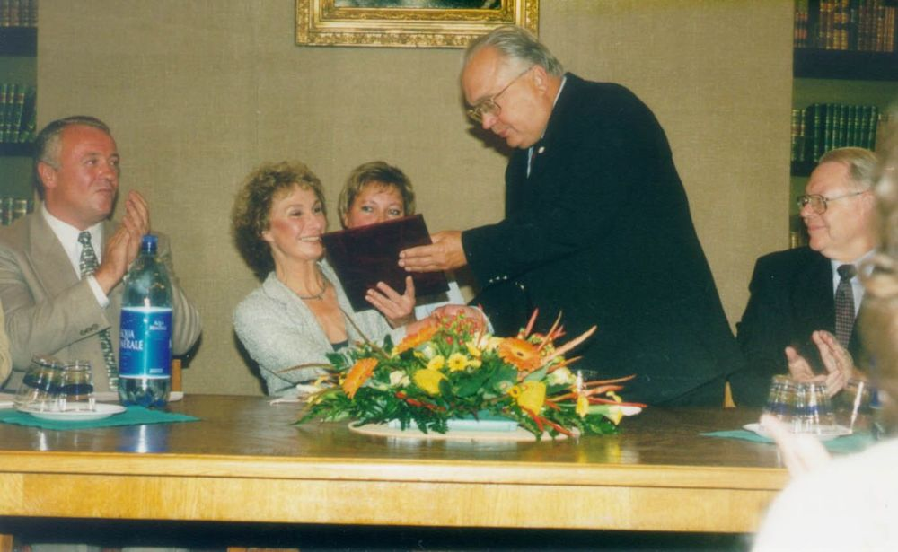 V. A. Sadovnichy presents a Diploma to Dulce W. Murphy. American Ambassador in Russia James F. Collins is on the right), Dean of the Psychological Faculty A. I. Dontsov on the left.