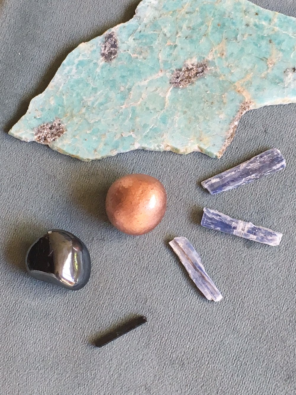 Some of the minerals I used this week to support you - clockwise: amazonite, kyanite, aegirine, hematite & copper.