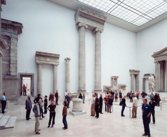 Thomas Struth - Pergamon Museum III, Berlin, 2001