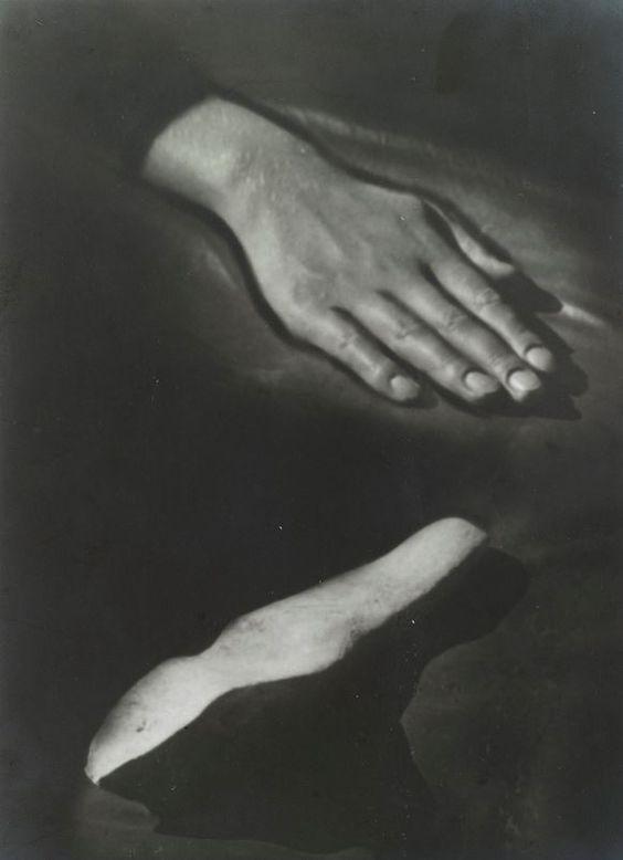 Raoul Ubac: Hand and stone, 1932