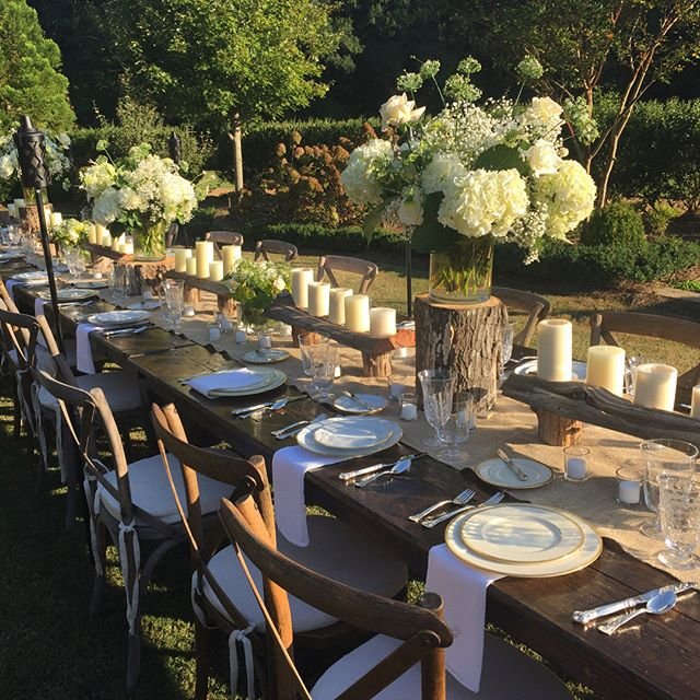 Still swooning over last night's outdoor dinner! #frcustomcatering #tablesetting #tabledecor #outdoorentertaining #dinnerparty #weplan #wecook #youparty