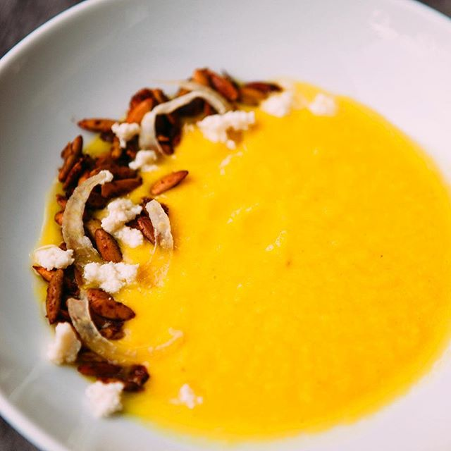 Forget pumpkin carving, we're roasting our pumpkins for this pumpkin + spiced pepita + candied fennel + goat cheese soup! 📸 @christinahussey #frcustomcatering #nationalpumpkinday