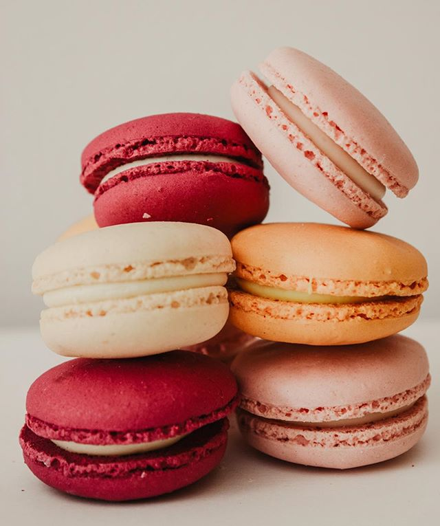 Cheers to eating these red + pink macarons all day long! From our kitchen to yours, Happy Valentine's Day ❤️ #weplan #wecook #youparty #frcustomcatering