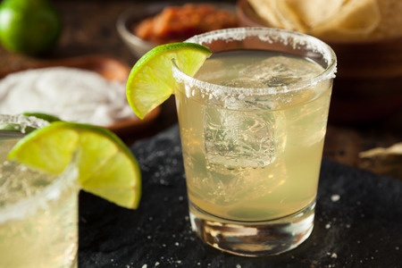 43040433-homemade-classic-margarita-drink-with-lime-and-salt.jpg