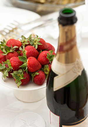 28643151-Fresh-home-made-summer-cocktail-with-champagne-peppermint-and-fresh-strawberries-Stock-Photo.jpg
