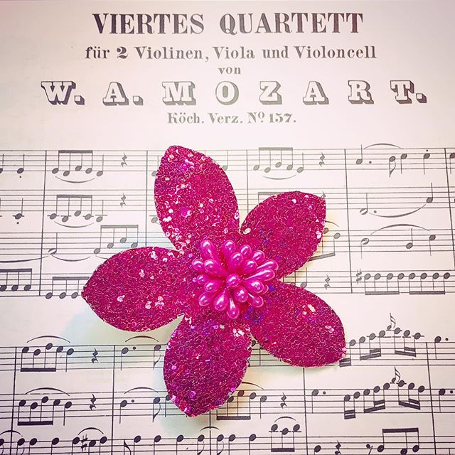 """""""She made broken look beautiful 🌺 & strong look invincible. She walked with.. the Universe on her shoulders & she  made it look like a pair of wings."""" — Ariana Dancui * * * * * * * #classicalmusic #classicalmusician #musiclovers #musiclovers #musicstudent #musicstudents #musicmajor #musicmajors #mozart #wamozart #wolfgangamadeusmozart #composer #composers #composerlife #musicscore #chambermusic #quartet #quartetto #justdandypdx #magenta #musicnotes #musicnote #jj_musicislife #total_mymusic #lavidademusico #musicaclassica #viertes #violinen #violon #violoncello #femalemusicians"""