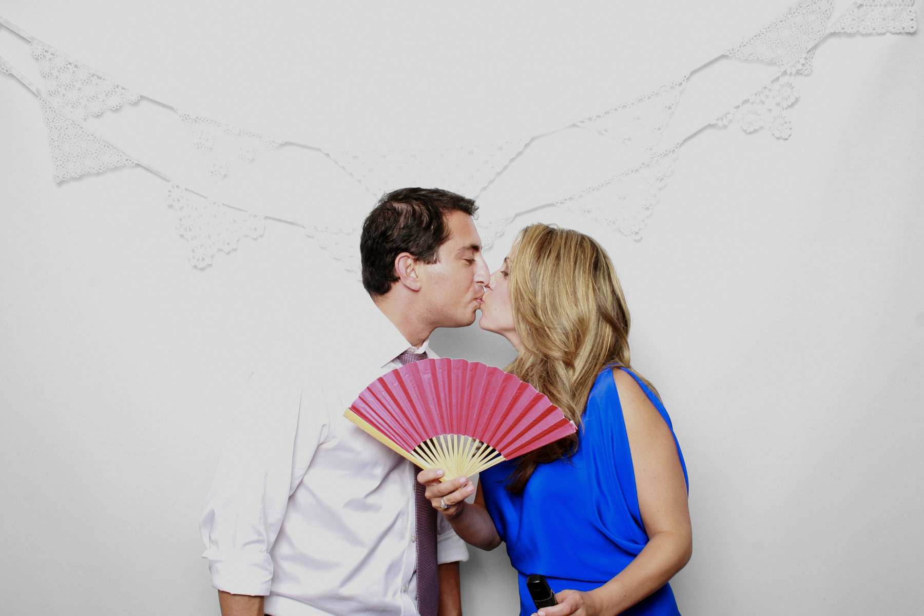 New York City Photo Booth Couple kissing with fan