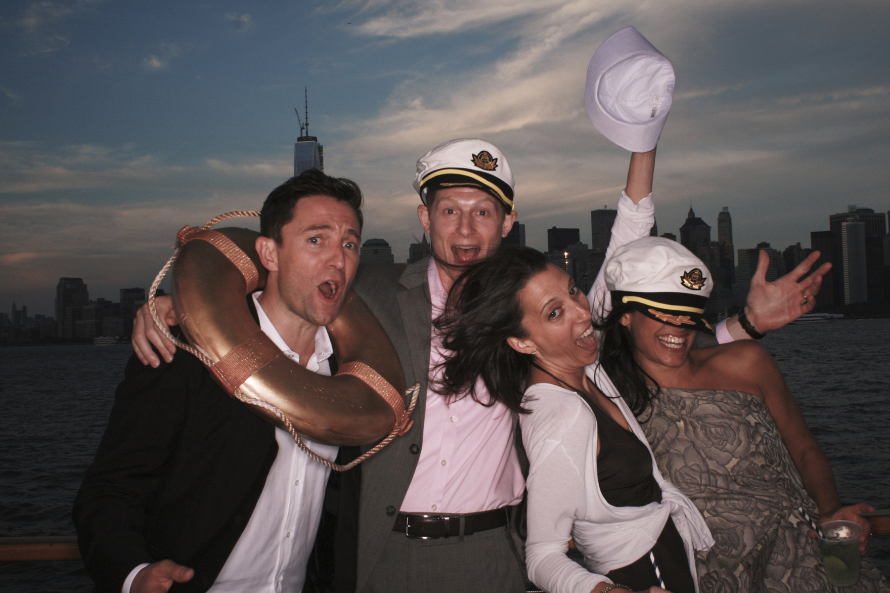 NY Photo booth wedding manhattan skyline on boat