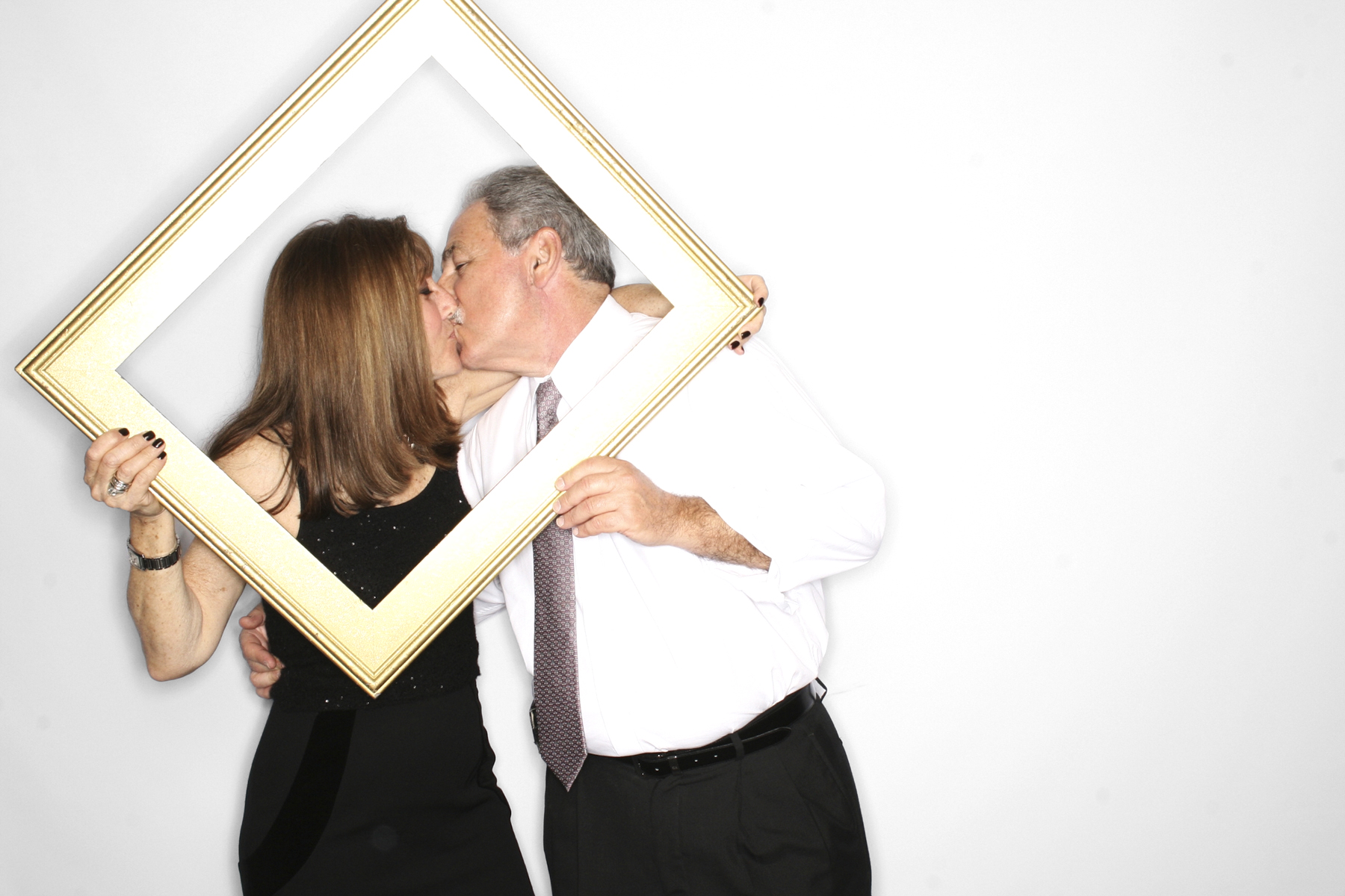 Couple kissing in frame in New York Photobooth