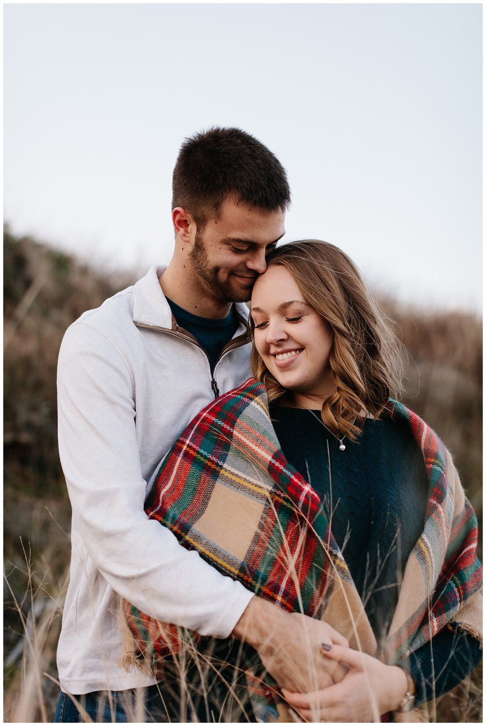 jay_kalyn_beavertail_beach_winter_engagement_session_jamestown_rhode_island15.jpg