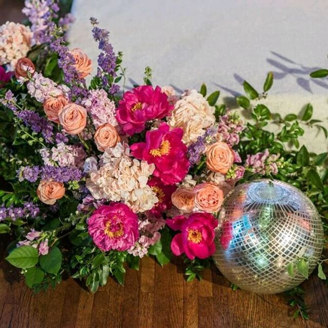 Shiny Disco Balls...That one time we got to play @ebellevents. Maverick Space during the @wedspire showcase . . . . . #florist #flowers #floraldesigner #bridetobe #bouquet #weddingflorist #losangeleswedding #losangelesflorist #wedding #weddibgflowers #dsfloral #laflorist #weddinginspiration #weddinggoals #flowerstagram #bridebouquet #lawedding