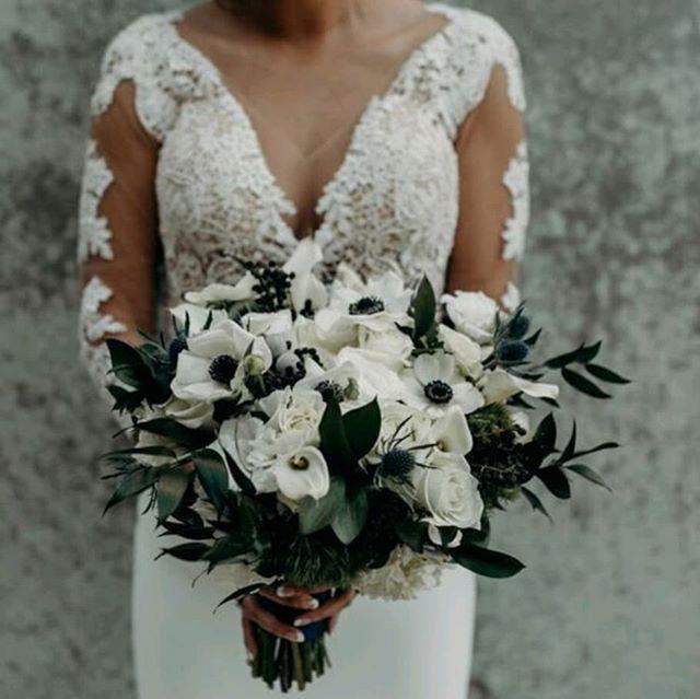 White & Green - Always timeless and classic Coordination -@kristeenlabrot Floral -#rebellefleurseventdesign  Photo-@joekathrina . . . . . . #florist #flowers #floraldesigner #bridetobe #bouquet #weddingflorist #losangeleswedding #losangelesflorist #wedding #weddibgflowers #dsfloral #laflorist #weddinginspiration #weddinggoals #flowerstagram #bridebouquet #lawedding #skirballwedding