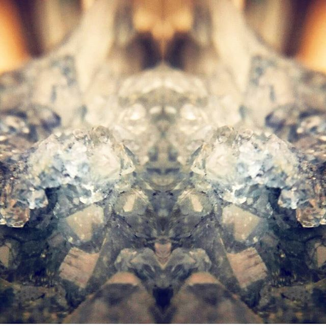 Mirrored #crystals shot with the #snaplens #macro lens by @steelkettles.  #pretty #instapretty #macro #macrophotopraphy #macrosnap