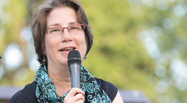 BETSY TEUTSCH  AUTHOR  100 UNDER $100: 100 TOOLS FOR EMPOWERING GLOBAL WOMEN