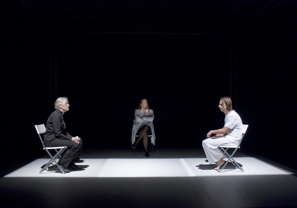 Pressbild Lodjuret:Fotograf Cato Lein: från vänster Chatarina Larsson, Julia Marko-Nord, Peter Viitanen.jpg