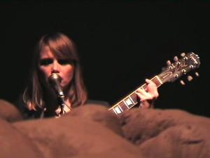 Sara Lunden sjunger.jpg