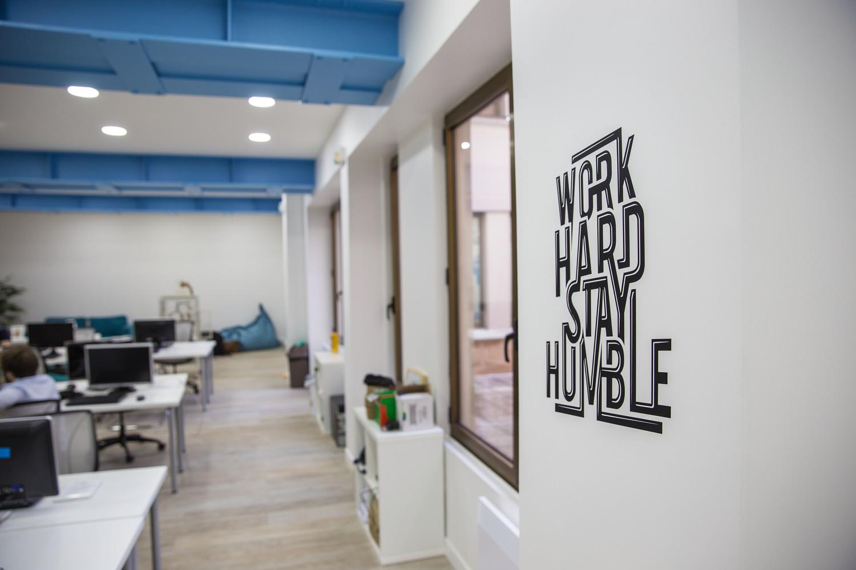 Aménagement de bureau, agencement et mobilier professionnel par Kollori