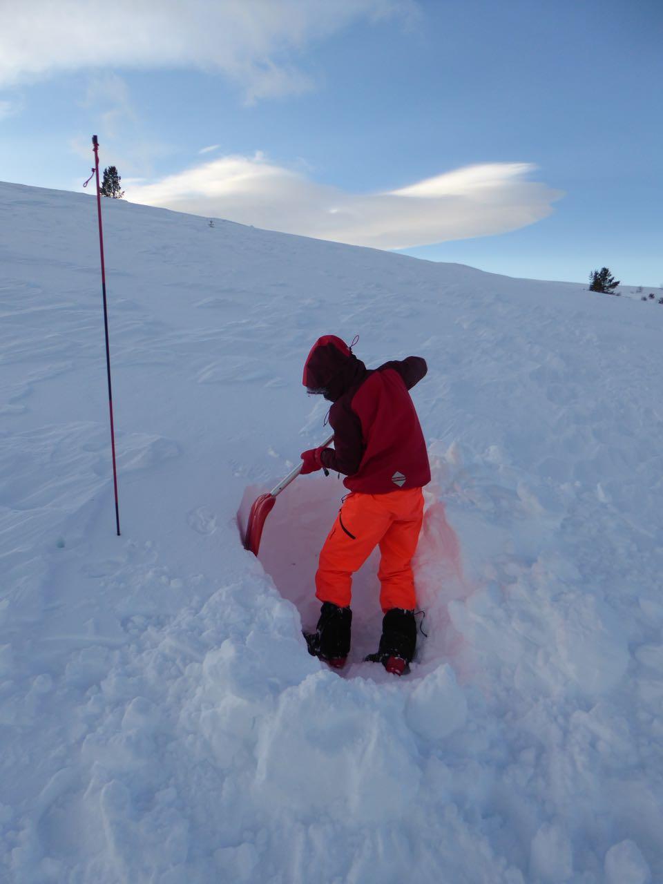 Snøhulegraving i februar