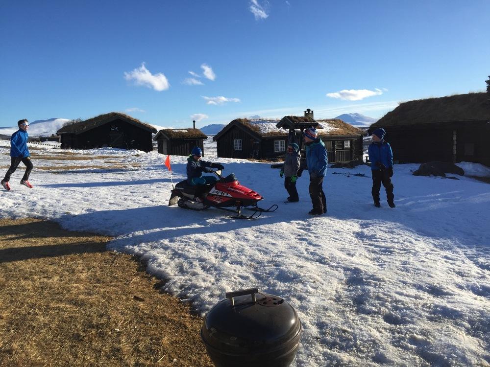 Bonus – Ask får prøve snøscooter på Storhøiliseter!
