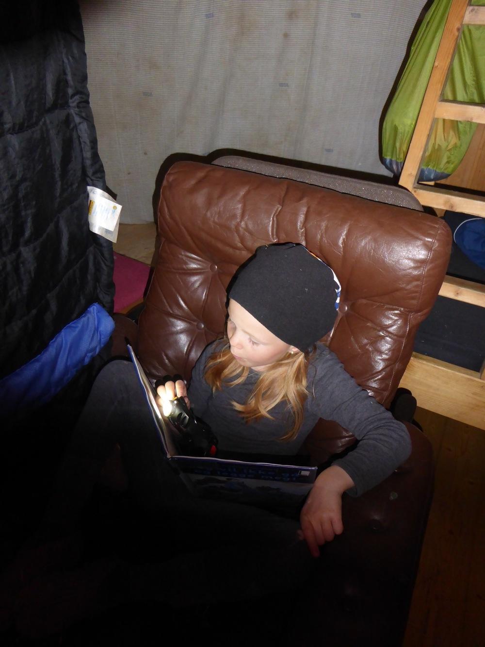På hytta øver jeg på å lese